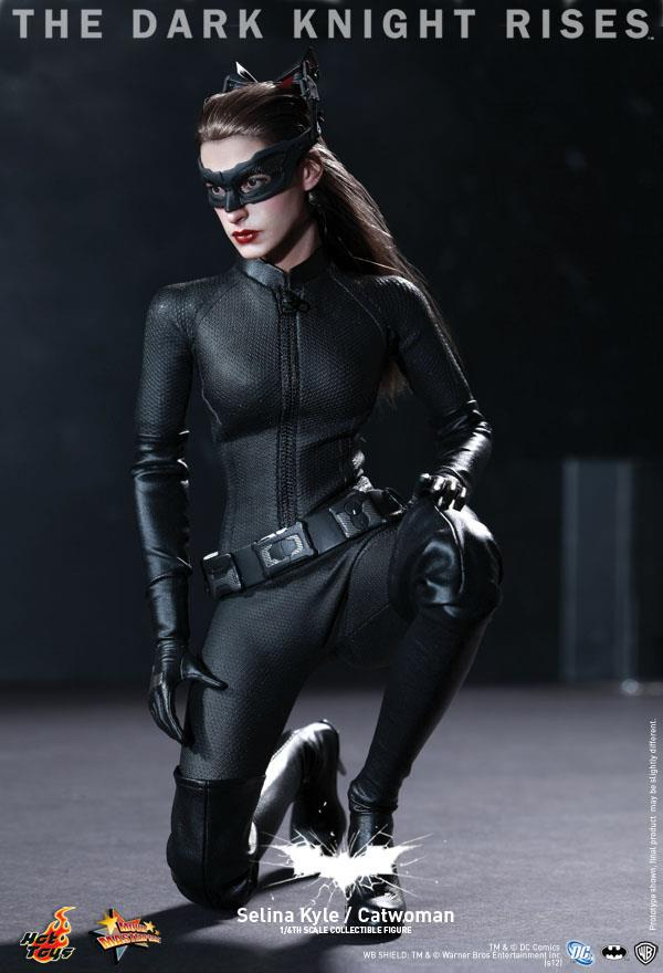 hot toys catwoman 12